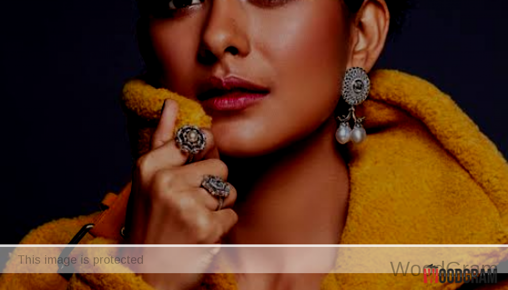 mrunal thakur bold photo