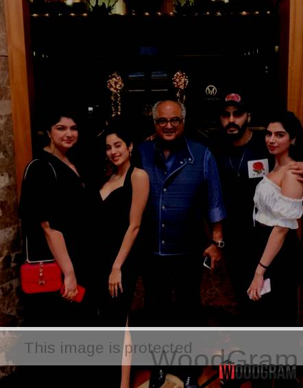Jhanvi Kapoor With Her Father, Brother And Sisters