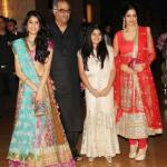 Jhanvi kapoor With Boney Kapoor Sridevi And Her Sister