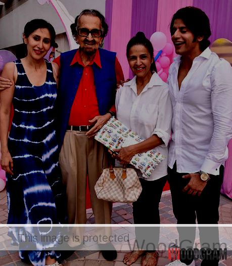 Karanvir Bohra With Wife And Stars