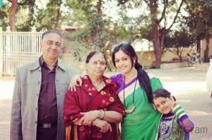 Shubhangi Atre With Father, Mother And Daughter
