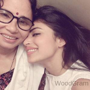 Mouni-Roy-With-Mother