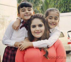 Anjali Anand Cute Images With On Screen Sikander's Daughters