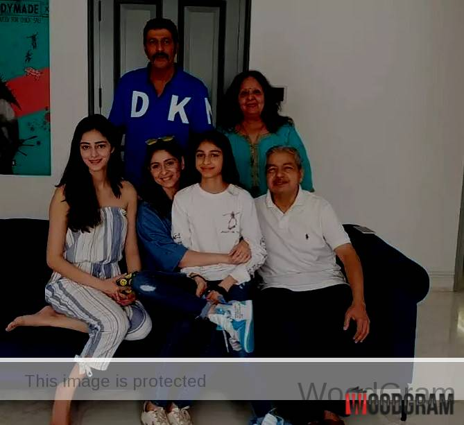 Bhavana Pandey With Her Parents, Husband And Daughters