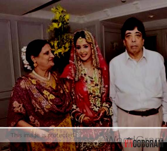 Chahat Khanna With Parents