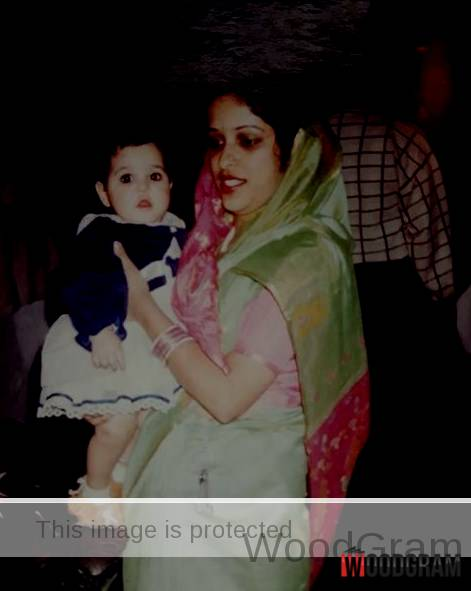 Garima Jain Childhood Image With Her Mother