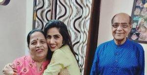 Monica Khanna With Her Father And Mother