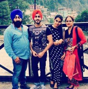 Rohanpreet Singh With Parents And Sister