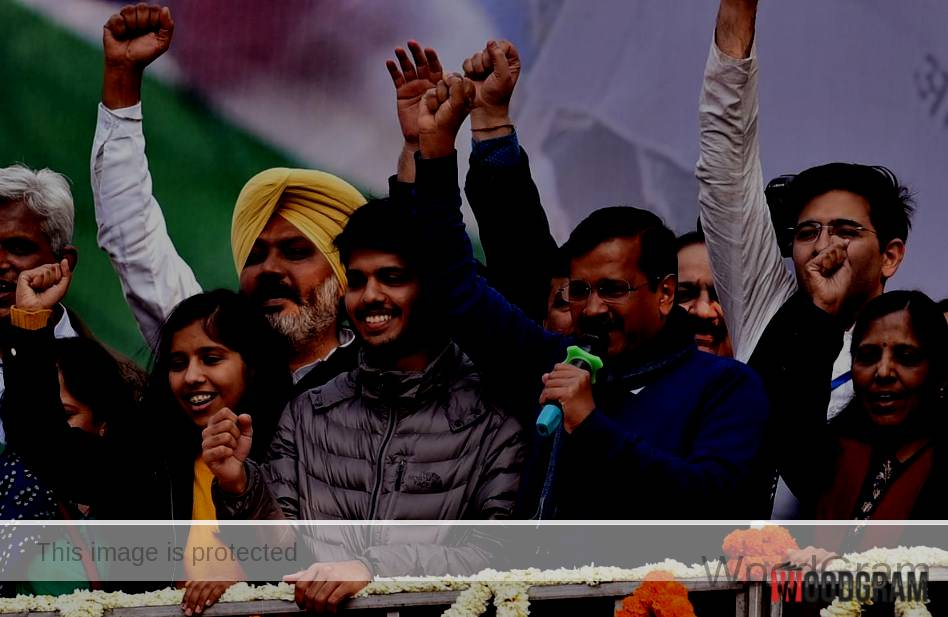 Sunita Kejriwal With FAmily After Winning Delhi Elections