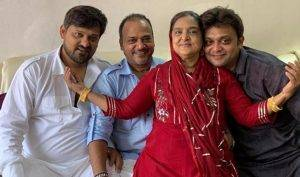 Wajid Khan With His Parents And Brother
