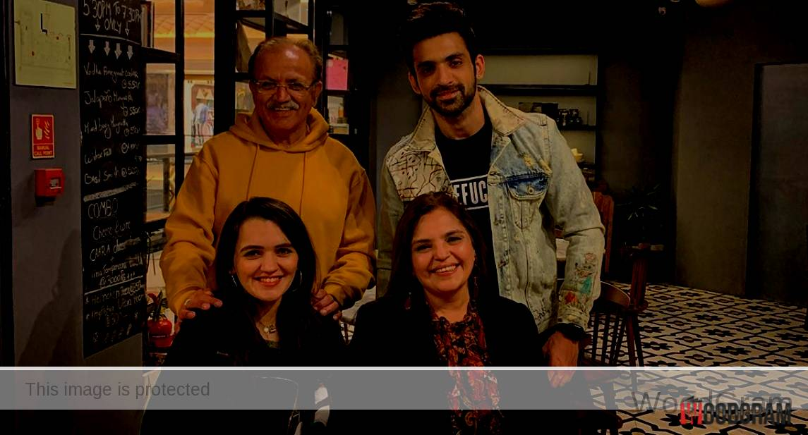 Arjit Taneja With His Family - Parents And His Sister
