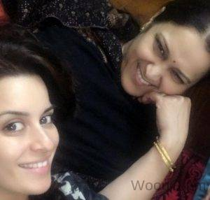 Ekta Kaul With Her Mother
