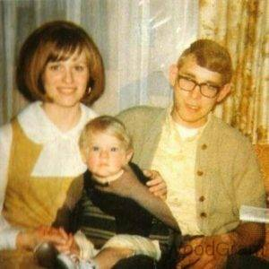 Kurt Cobain Childhood Image With Father And Mother
