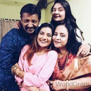 Mrunal Panchal Parents And Sister