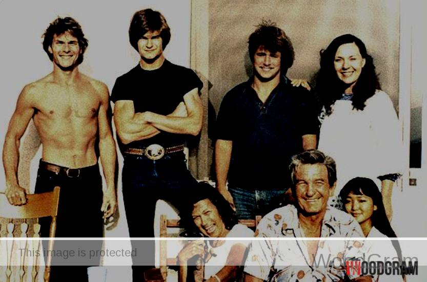 Patrick Swayze Old Image With His Parents, Brothers And Sisters