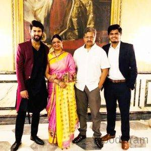 Vijay Devarakonda Parents And Brother