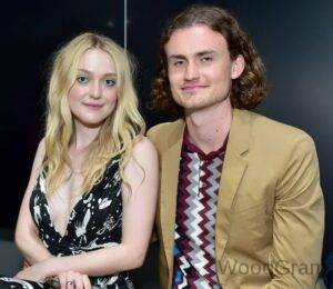 Dakota Fanning With Her Boyfriend