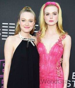 Dakota Fanning With Her Sister