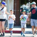 Elizabeth Banks With Her Husband And Children