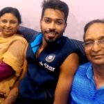 Hardik Pandya With His Parents