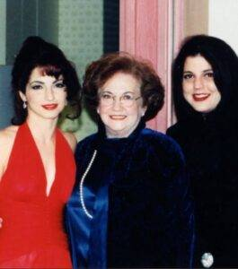 Gloria Estefan with her mother and sister