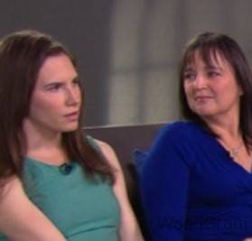 Amanda Knox with mother